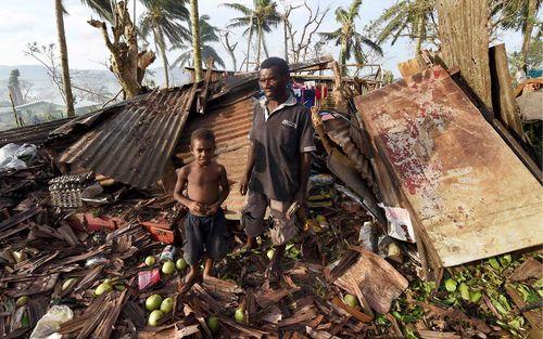 VANUATU_cyclone_wreckage_031615